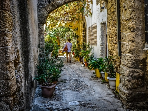 Best places to visit in Rhodes' medieval city, alley old town